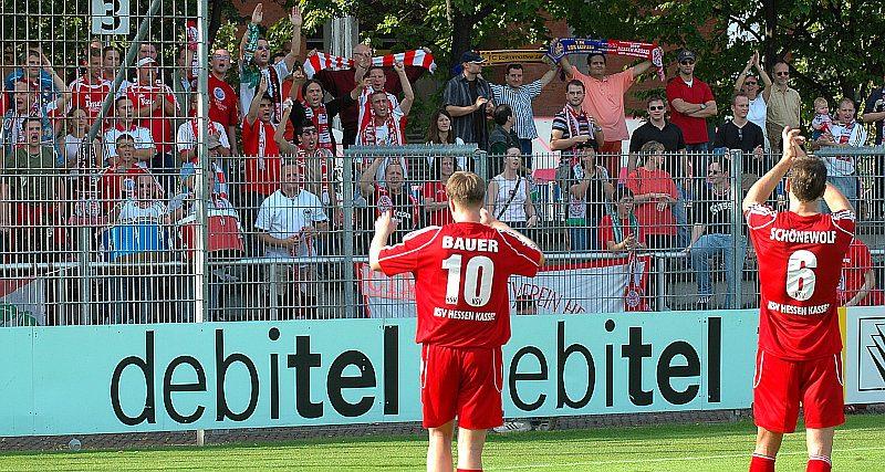 Thorsten Bauer und Thorsten Sch�newolf bedanken sich bei den Fans (Foto: Baur)