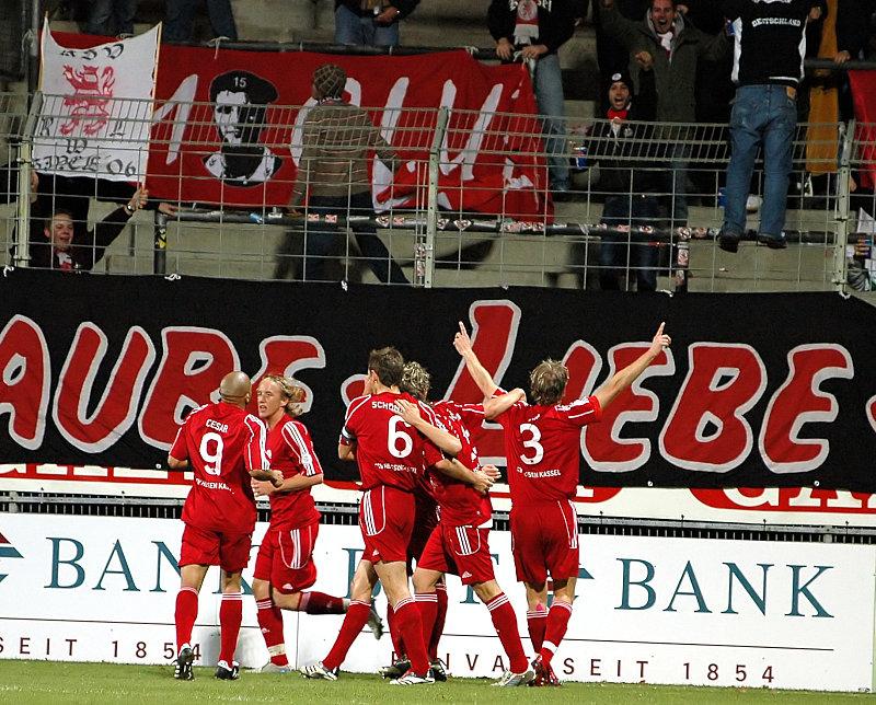 Torjubel nach dem 0:1 vor dem KSV Fanblock