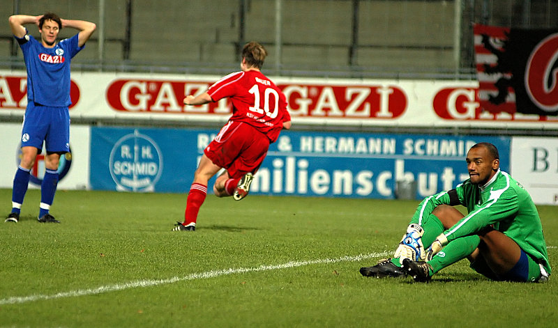 Erzielte das 3. Tor: Thorsten Bauer, David Yelldel geschlagen am Boden