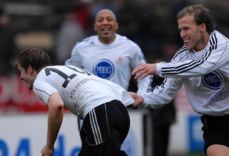 Torjubel nach seinem 2. Treffer, Thorsten Bauer Christoph Keim und Julio Cesar
