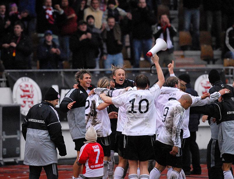 Freude �ber 3:3 gegen Tabellenf�hrer SV Wehen