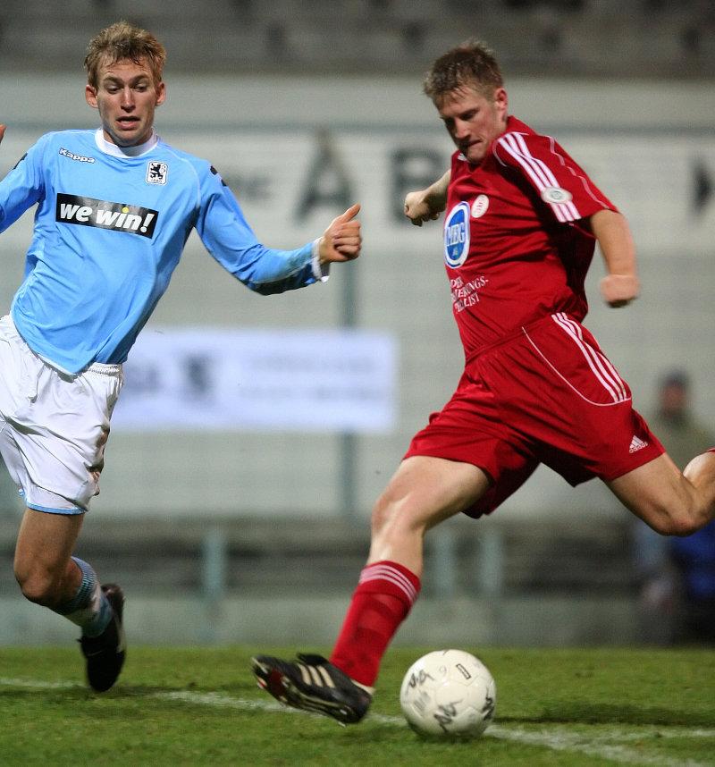 Im Zweikampf Florian Tausendpfund (links) gegen Thorsten Bauer (rechts)
