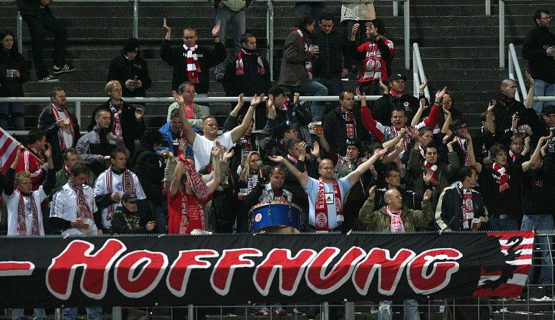 Kasseler Fan-Block im Stadion an der Gr�ndwalderstra�e