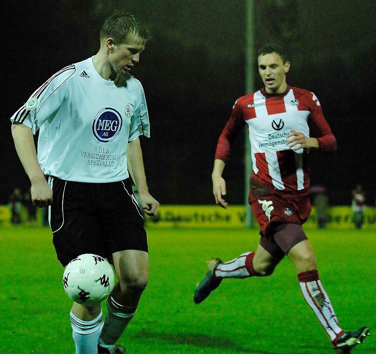 Thorsten Bauer am Ball im Spiel FCK II
