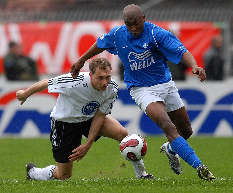 Dominik Suslik (hinten) gegen Jos� Sebastiao da Veiga