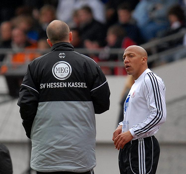 Trainer Matthias Hamann wechselt Julio Cesar (rechts) ein