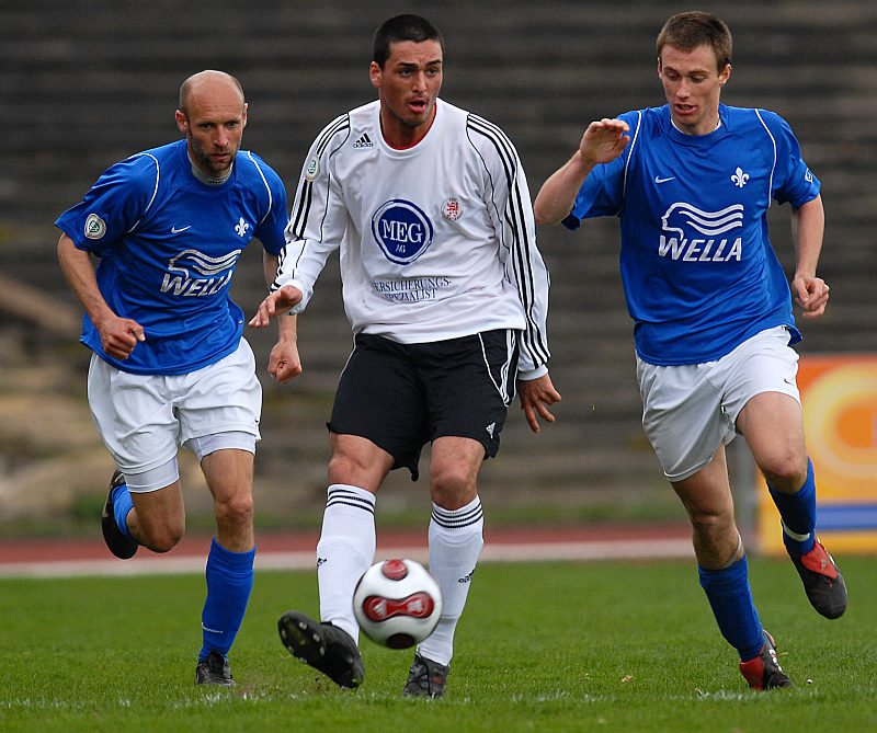 Sucht einen Anspielpartner: Bulut Aksoy (Mitte), Richard Hasa (links) und Marcus Mann