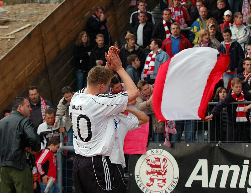 Thorsten Bauer bedankt sich bei den Fans