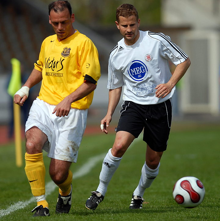 Marco Gebhardt (links) gegen den Torsch�tzen zum 2:0 Marc Arnold