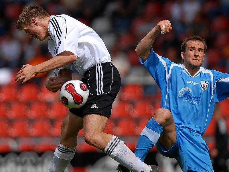 Thorsten Bauer im Zweikampf gegen Patrick Kirsch (rechts)