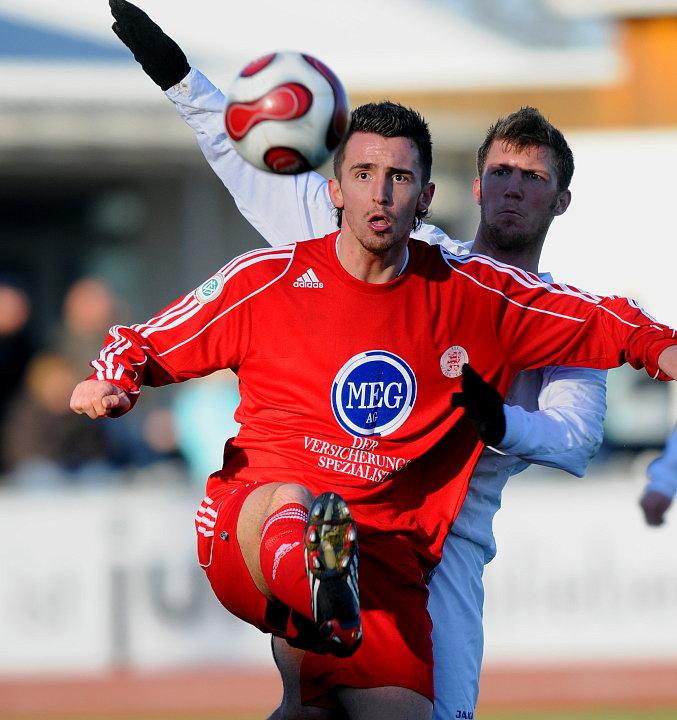 Wieder dabei: Mirko Tanjic (vorne) gegen Florian Schacken (Eintracht Frankfurt U23c)