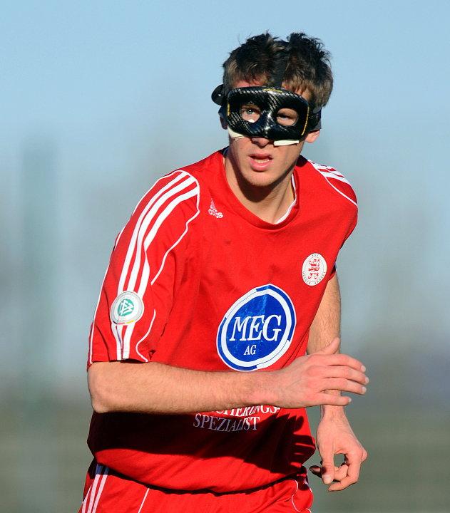 Tobias Willers mit einer speziellen Gesichtsmaske