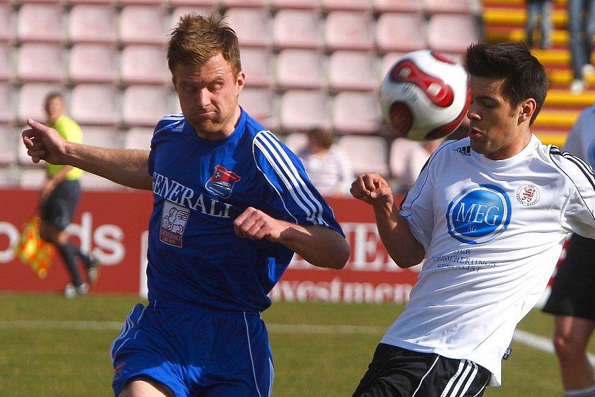 Stefan FR�HBEIS (L) gegen Arne Schmidt (KSV Hessen Kassel)
