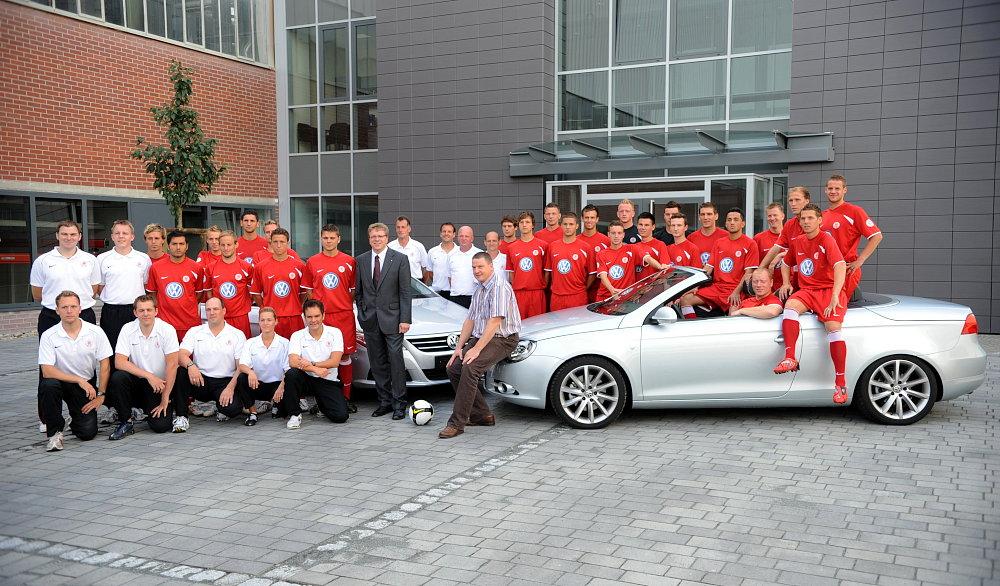 Imagefoto VW mit Mannschaft des KSV Hessen Saison 08/09