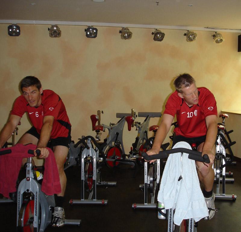 Thorsten Sch�newolf & Thorsten Bauer beim Spinning-Training im Wellness Resort