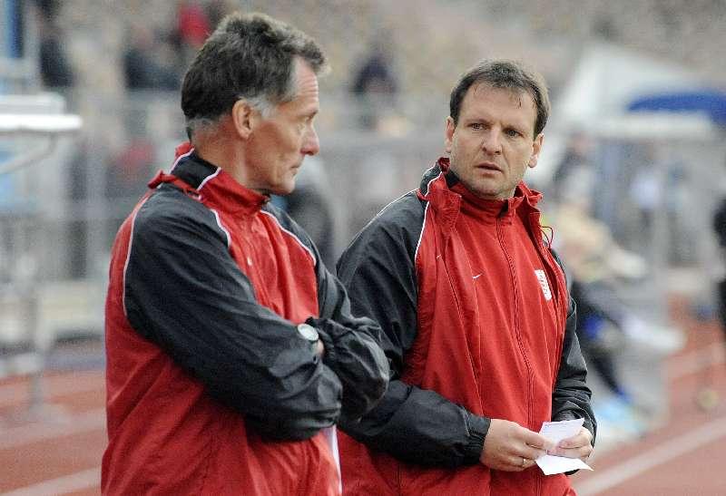 KSV Hessen - SpVgg Unterhaching II: Trainergespann Michael Gibhardt und Mirko Dickhaut