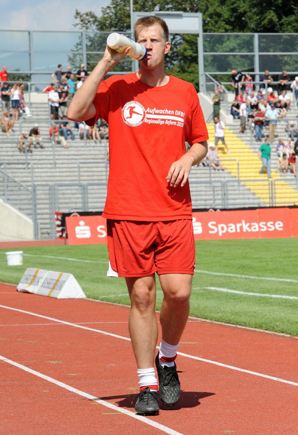 KSV Hessen - Karlsruher SC II: Thorsten Bauer beim Aufw�rmen