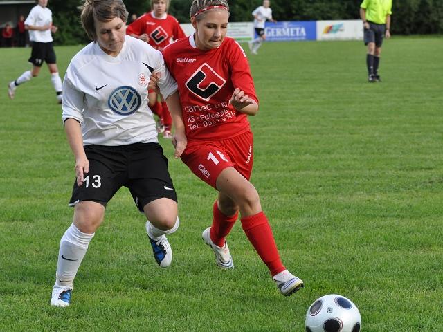 TSG Kammerbach - KSV Hessen Frauen: Natalie M�cke im Zweikampf