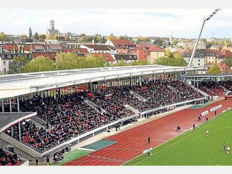 Die neue Haupttrib�ne des KSV Hessen beim Spiel gegen den 1. FC N�rnberg II