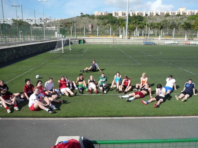 Frauen im Trainingslager auf Gran Canaria: Fu�ballplatz
