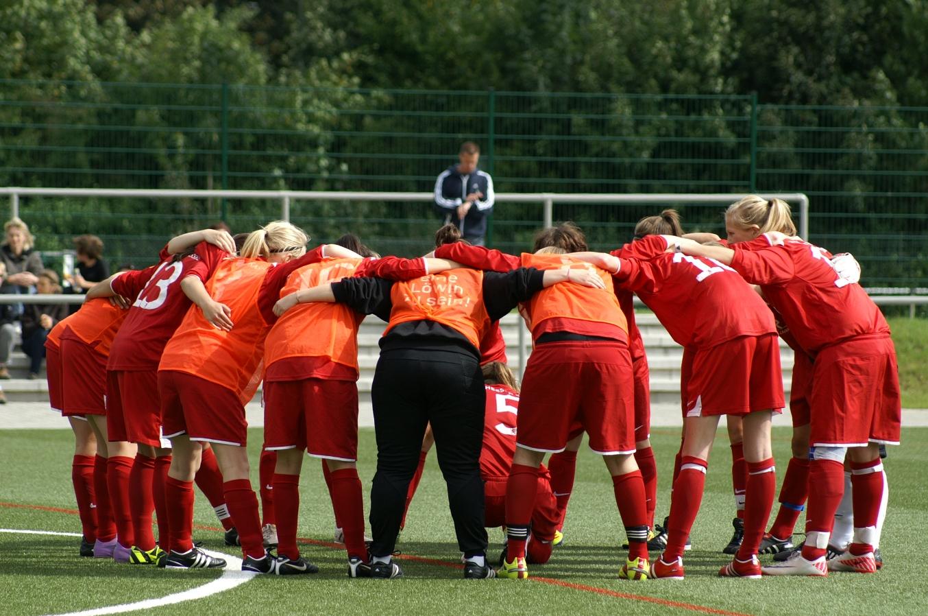 KSV Hessen Kassel B-Juniorinnen - 1. FFC Runkel: Mannschaftskreis vor Anpfiff