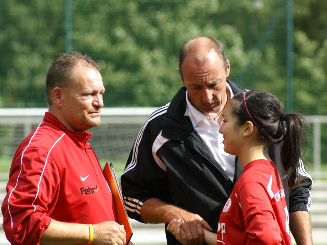 KSV Hessen Kassel B-Juniorinnen - 1. FFC Runkel: Lina Erkamp mit den Trainern Michael Dorfsch�fer und Stefan Bischof