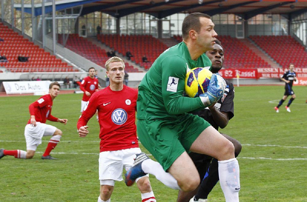 Carsten Nulle hat den Ball sicher