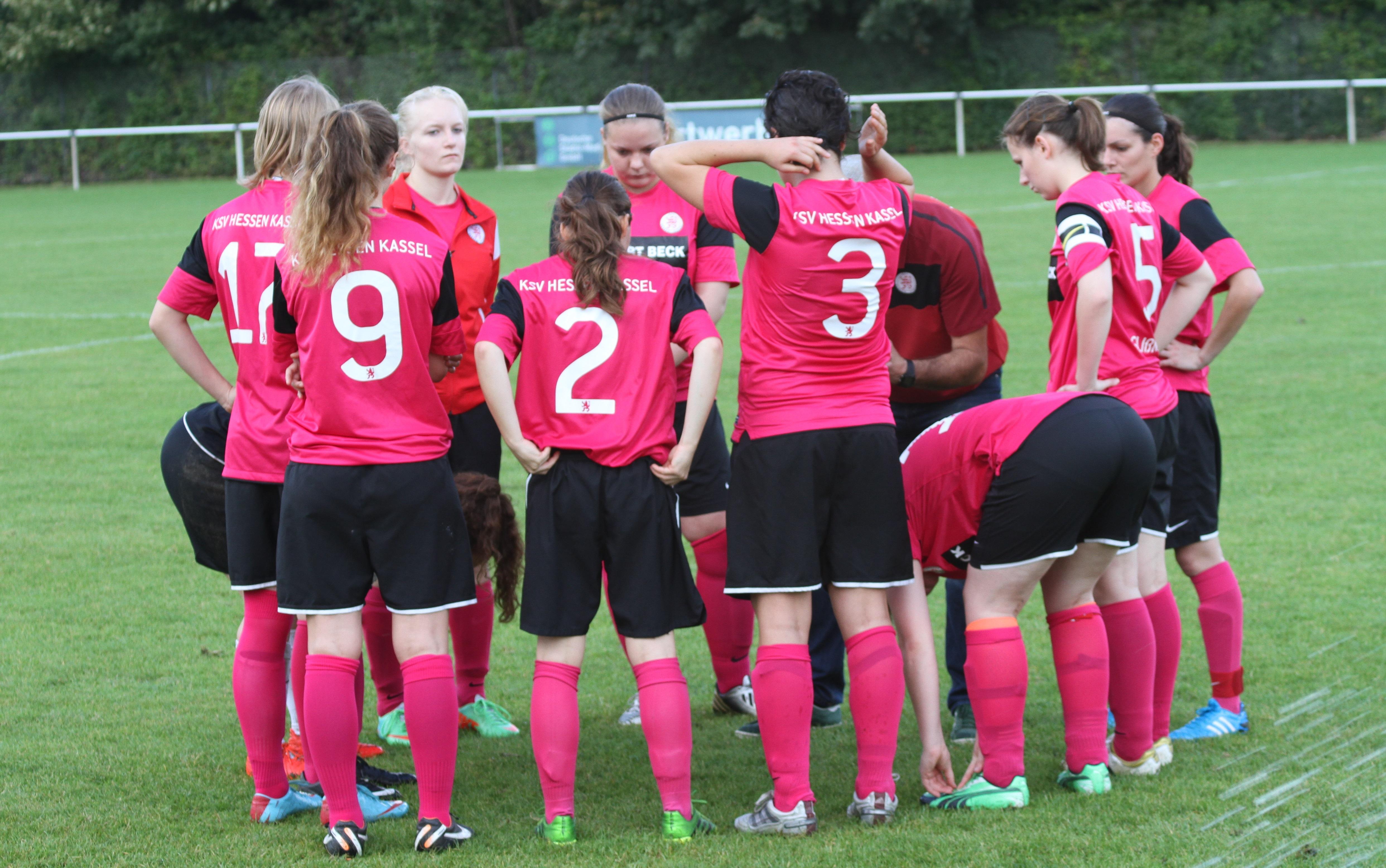 KSV Hessen Frauen - Vikt. Grossenenglis: Besprechung vor Spielbeginn