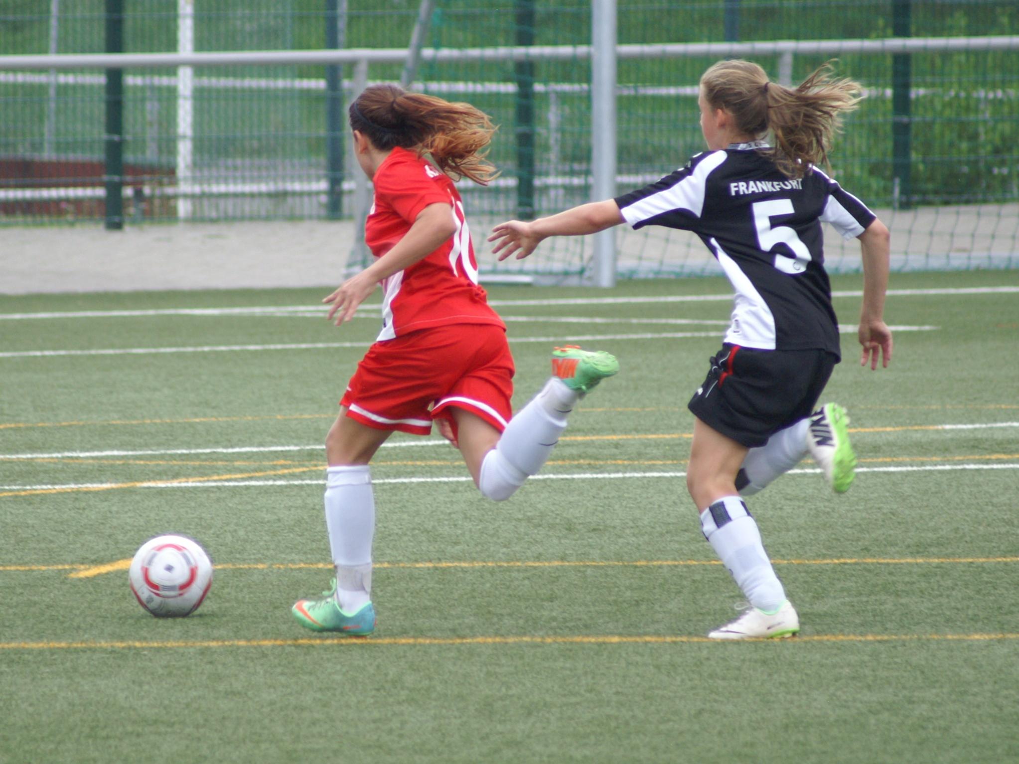 KSV C-M�dchen - Eintracht Frankfurt: Angelina Arnold st�rmt davon