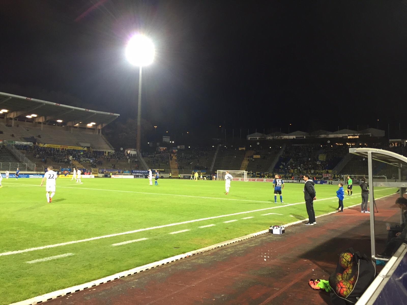 1.FC Saarbr�cken - KSV Hessen: Flutlichtatmosph�re