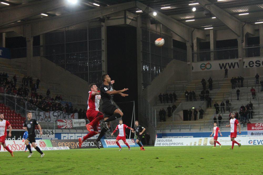 Kickers Offenbach - KSV Hessen: Sylvano Comvalius