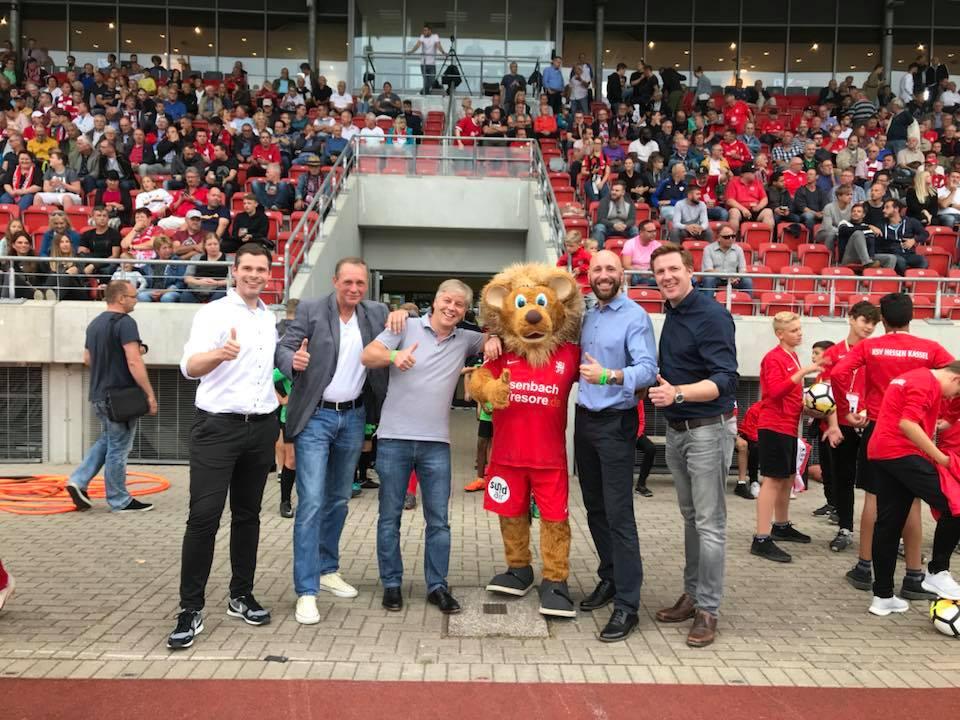 Regionalmanagement vernetzt Region und Sport - v.l.n.r.: Daniel Bettermann, Uwe Scheller, Kai Reinhard, Totti, Jannis Haack, Markus Oeste
