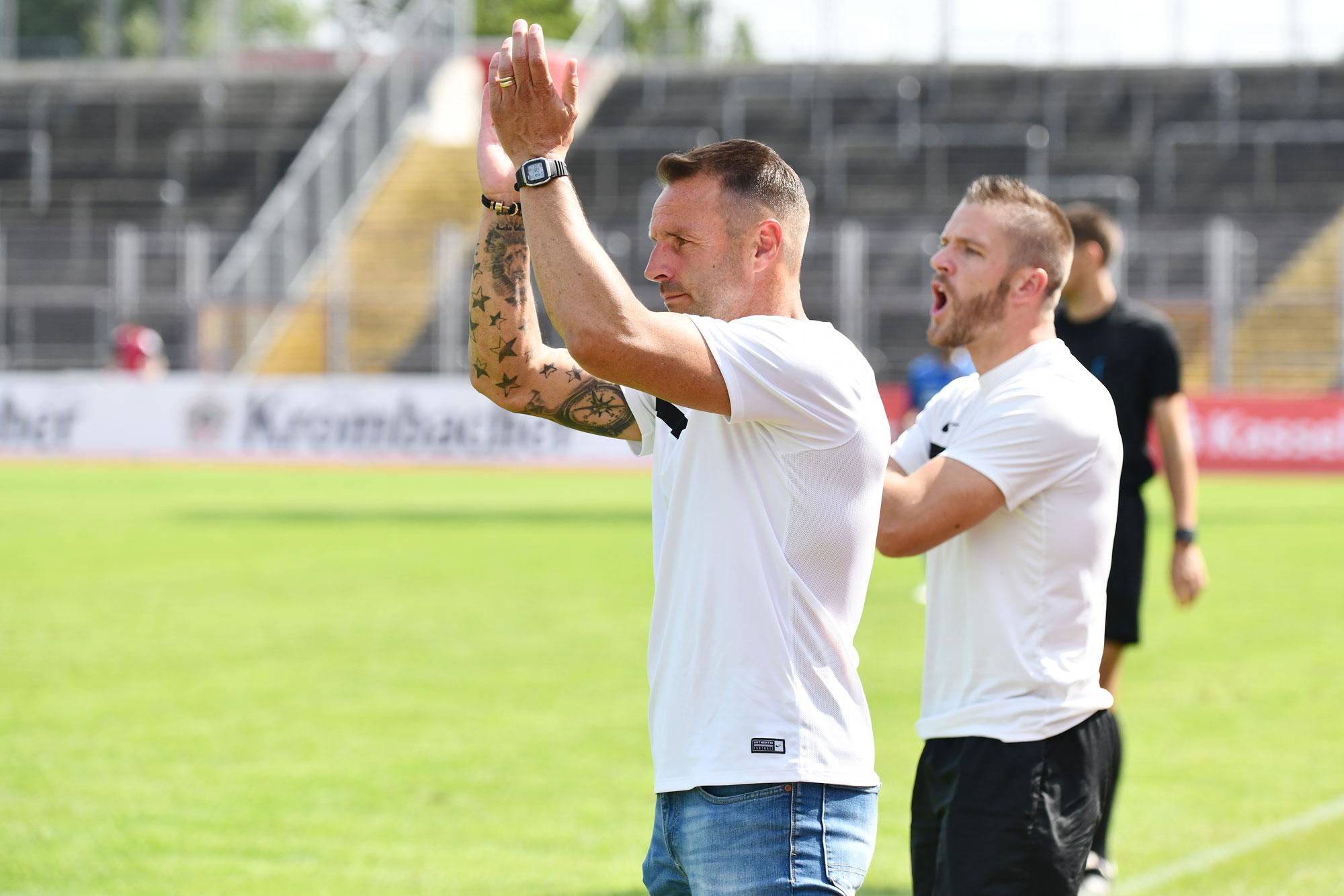 Dietmar Hirsch mit Tobias Damm an der Seitenlinie
