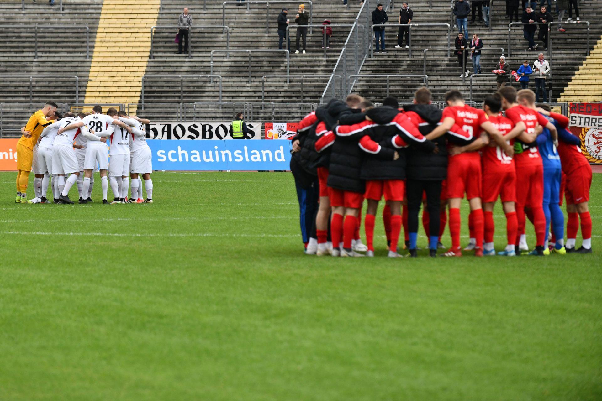 KSV Hessen Kassel, Rot-Weiss Walldorf, Endstand 4:0, Mannschaftsaufstellung, Mannschaftskreis
