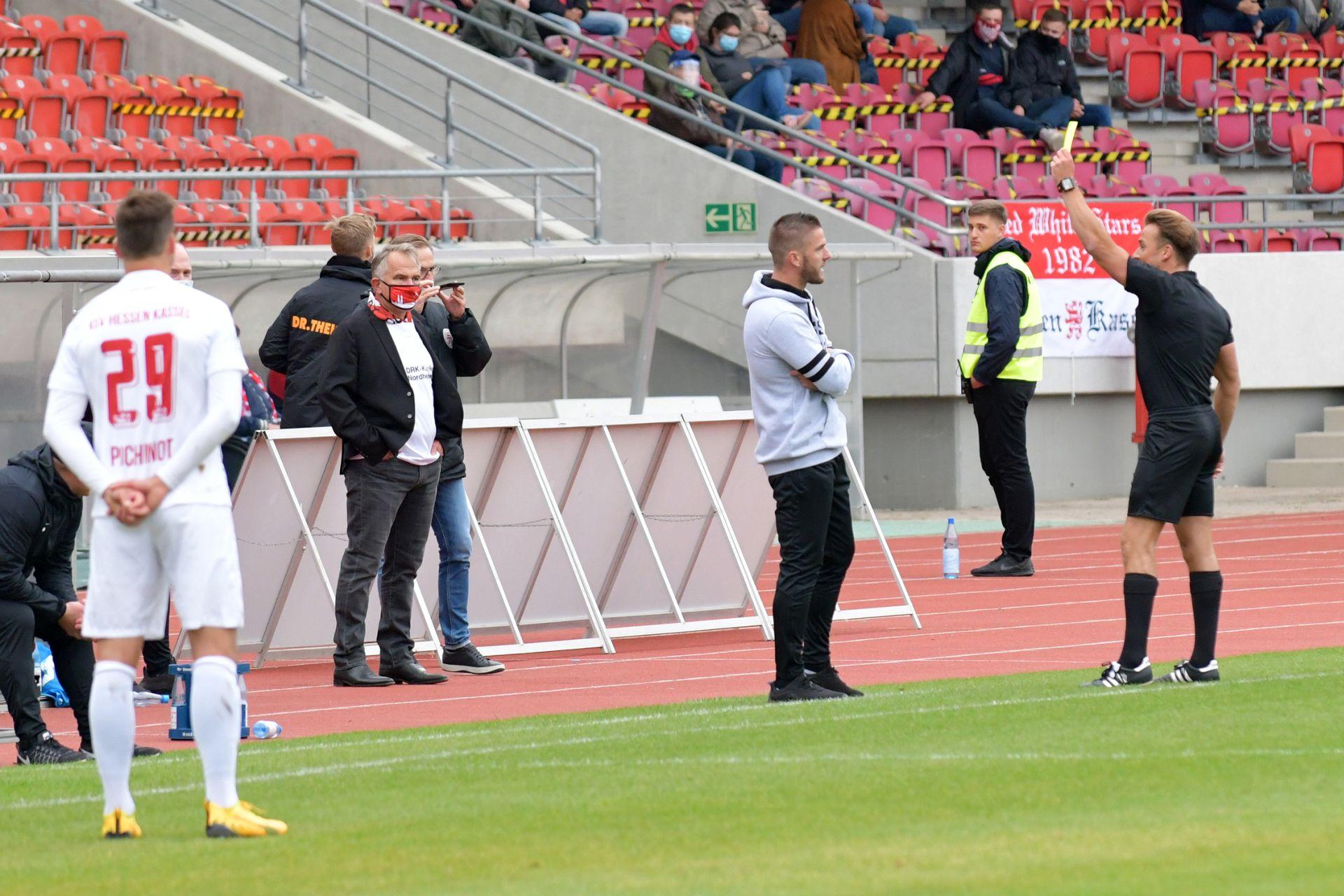 Trainer Tobias Damm an der Seitenlinie, Jens Rose, Regionalliga Südwest 2020/21, KSV Hessen Kassel, FC 08 Homburg, Endstand 0:1
