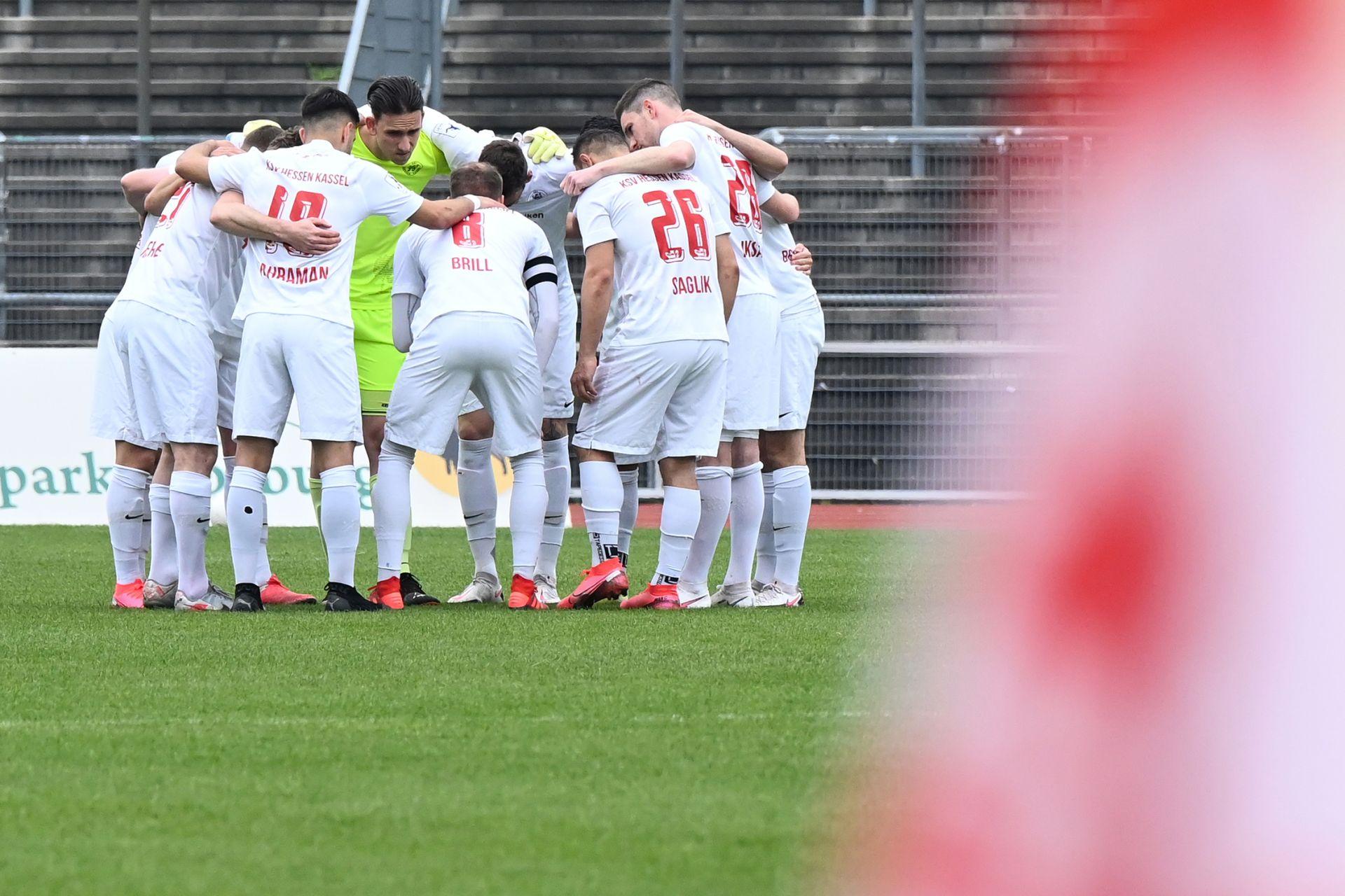 Regionalliga Südwest 2020/21, KSV Hessen Kassel, Kickers Offenbach, Endstand 0:4, Mannschaftskreis