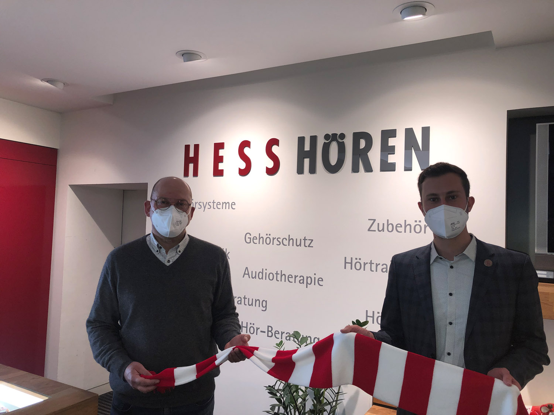 Hess Hören bleibt Partner der Löwen. Wilhelm Dombrink mit Dennis Frank-Böckmann