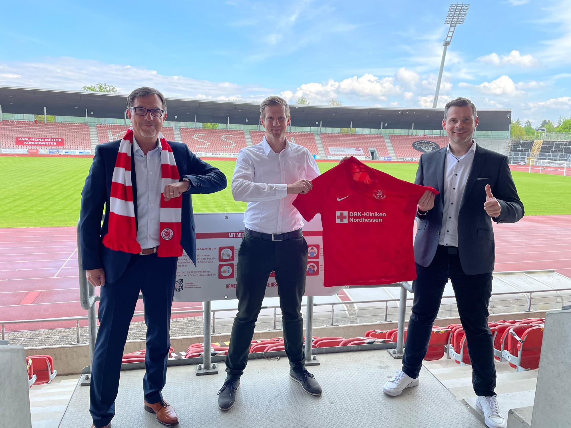 Thorsten Noll (Hauptgeschäftsführer), Thorsten Bauer (Geschäftsfüher, beide BARMER) und Daniel Bettermann (KSV-Marketing)