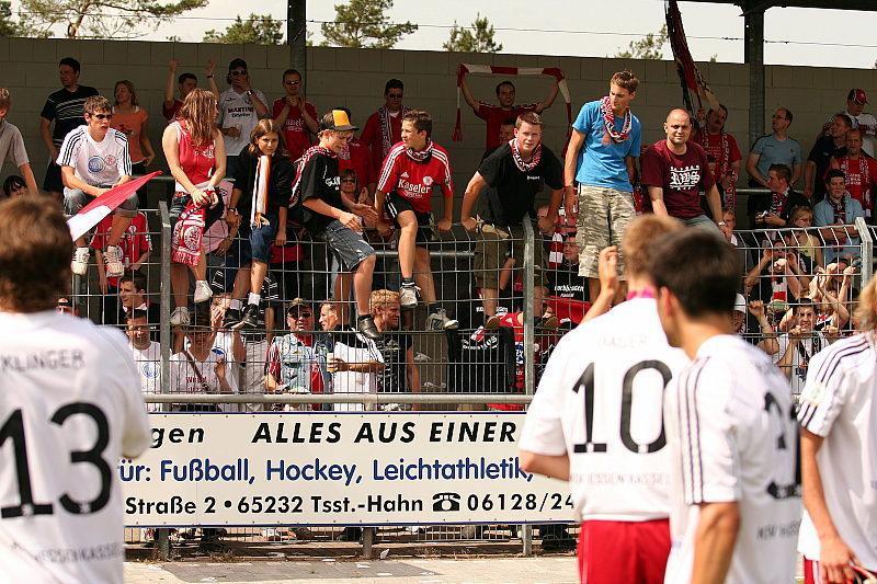 Mannschaft bedankt sich bei den ca.150 mitgereisten KSV-Fans in Wehen