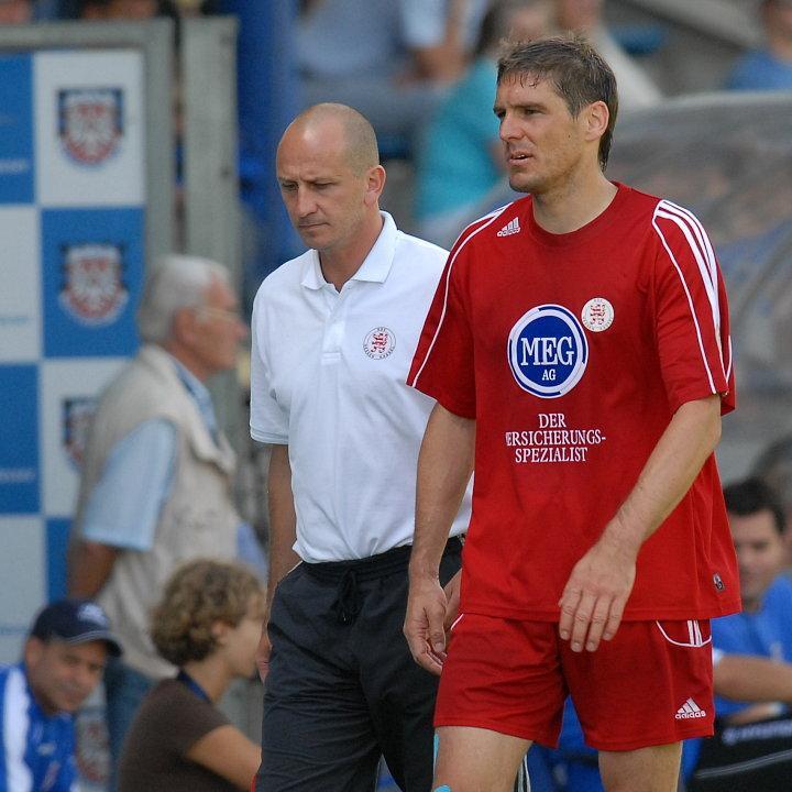 Ausgewechselt in der 40. Minute Thorsten Sch�newolf (R) wegen Schultereckgelenksprengung, Matthias Hamann (Trainer KSV Hessen Kassel ) (L)