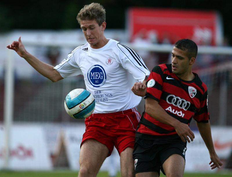 Zweikampf zwischen Tobias Willers (L) und Ersin Demir (L) (FC Ingolstadt)