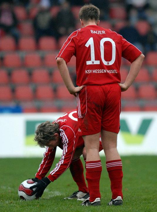 Martin Scholze (KSV Hessen Kassel) legt sich den Ball zurecht