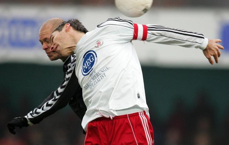 Thorsten Sch�newolf (KSV Hessen Kassel) Kopf an Kopf mit Florian Galuschka (SV Wacker Burghausen, hinten)