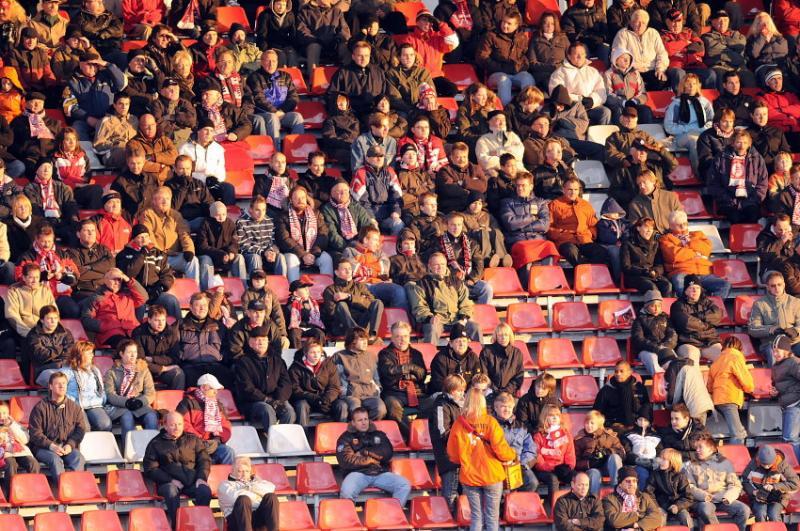 3.200 Zuschauer bei sonnigem Winterwetter im Auestadion