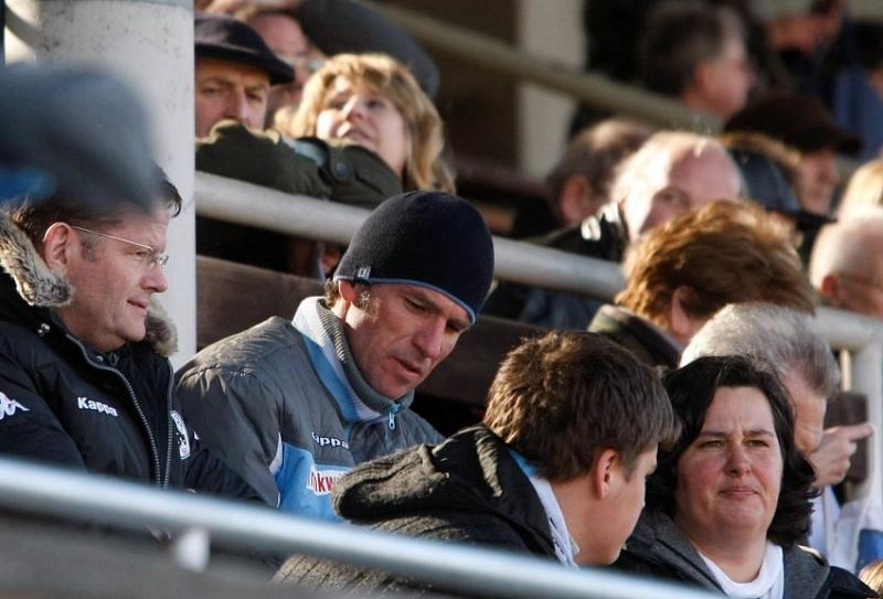 Hoher Besuch im Stadion: 1860 Trainer Marco Kurz (M)