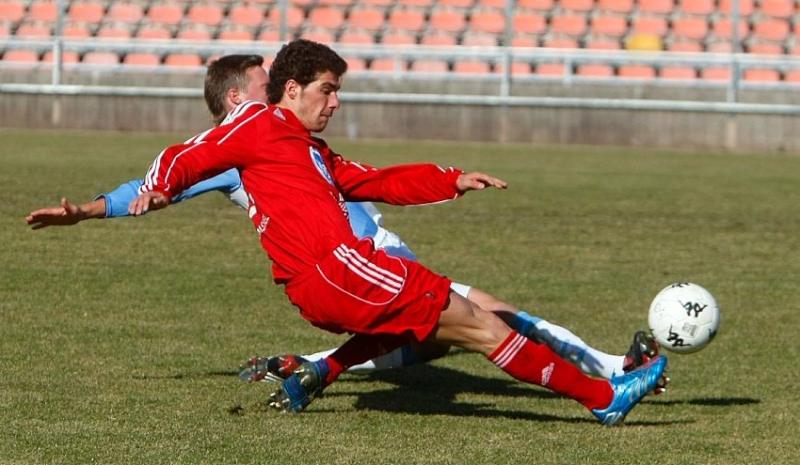 Serdar Bayrak (vorne) im Zweikampf