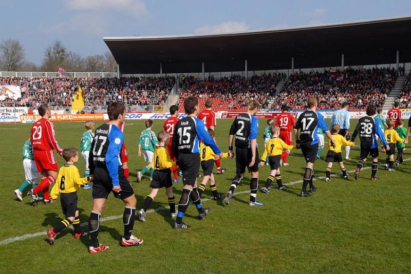 Bestes Wetter f�r das Hessenderby und 11.000 Zuschauer im Auestadion