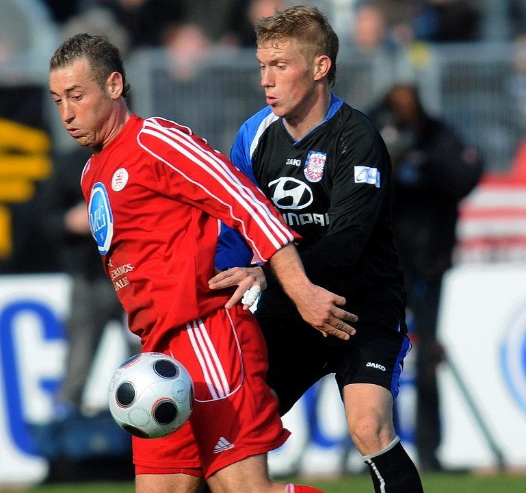 Andreas Haas (KSV Hessen Kassel) (L) gegen Stefan Hickl (FSV Frankfurt) (R)