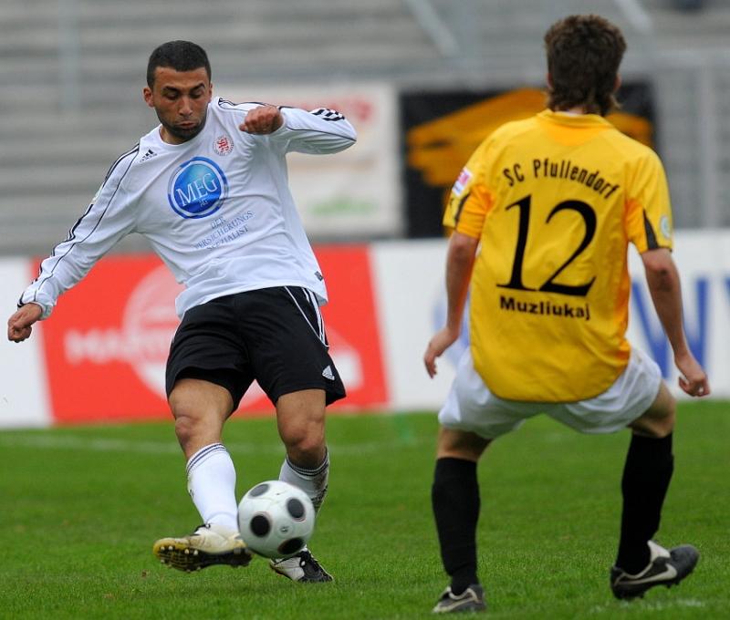 Turgay G�lbasi (KSV Hessen Kassel) gegeg Spetim Muzliukaj (SC Pfullendorf)