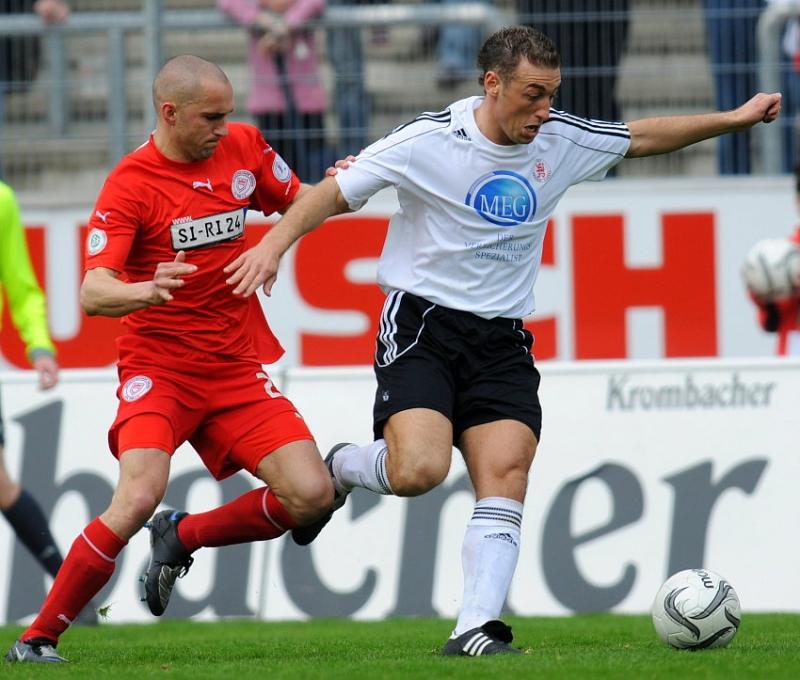 Marcel Throm (Sportfreunde Siegen) (L) gegen Andreas Haas (KSV Hessen Kassel)
